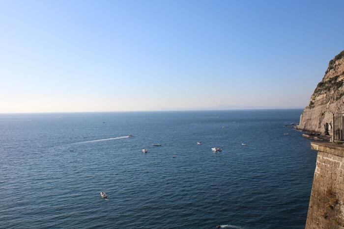 Italien Rundreise Genuss-mit-fernweh.de Klippen in der Nähe von Neapel