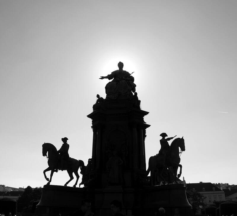 Wien Statuen Genuss-mit-fernweh.de s/w Fotografie