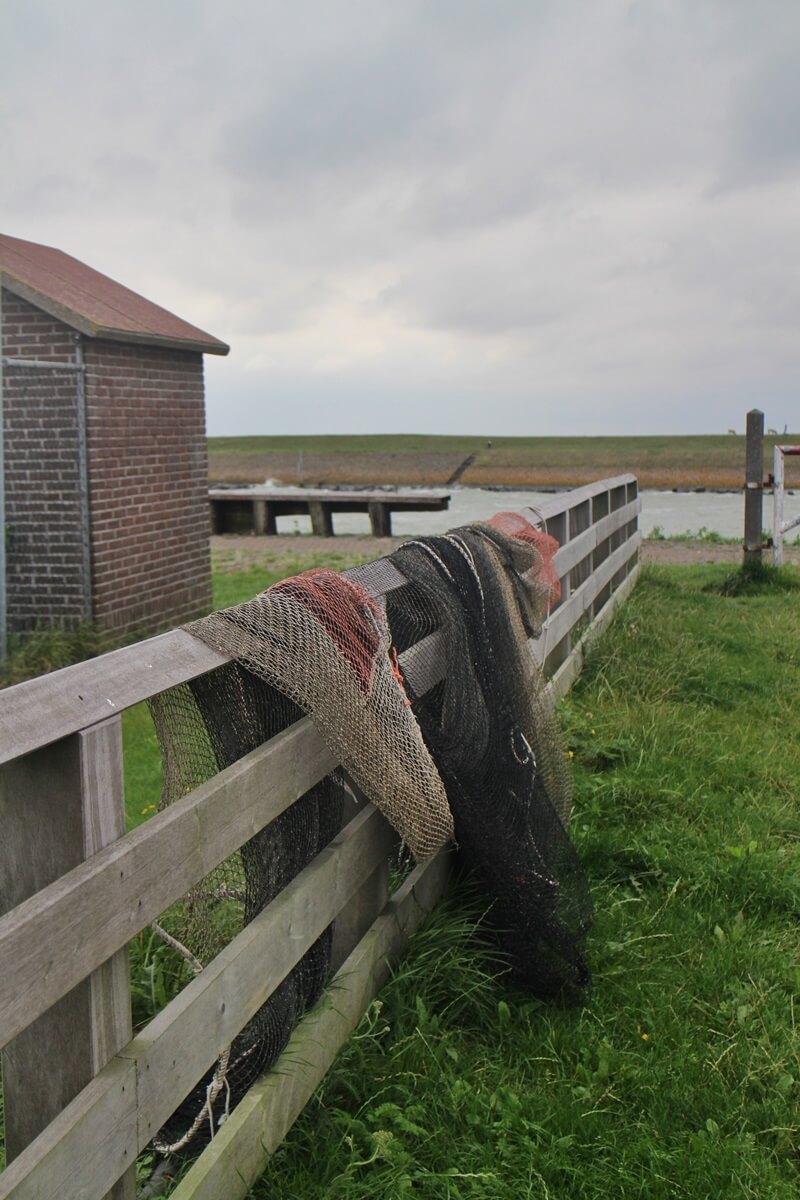 Stavoren Urlaub am Ijsselmer Genuss-mit-fernweh.de Friesland Entspannungsurlaub Niederlande Hafen Fischernetze