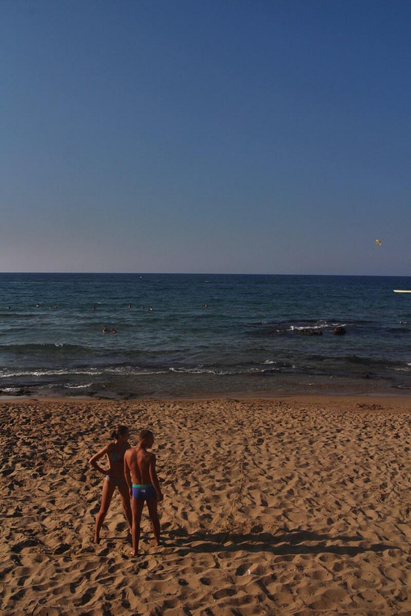 Sissi Beach - Stalis Malia Reiseblog Strand Couple