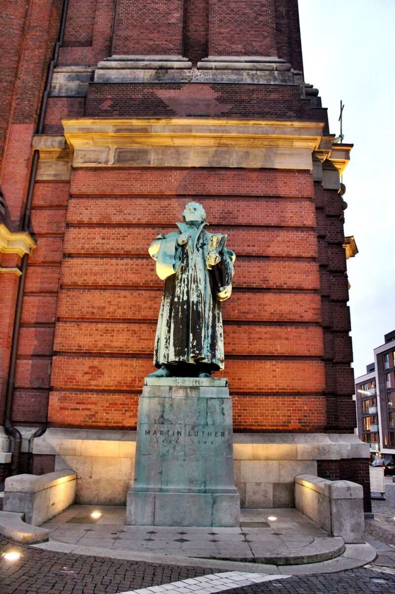 Reiseblog Was sollte man in Hamburg gesehen haben? Genuss-mit-fernweh.de Hamburg Martin-Luther-Statue