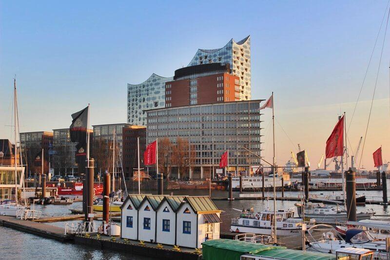 Reiseblog Was sollte man in Hamburg gesehen haben? Genuss-mit-fernweh.de Hamburg Elbphilharmonie von Außen am Hafen