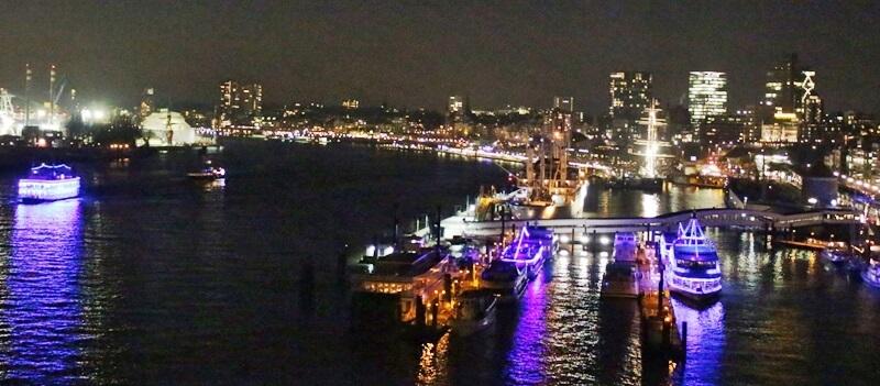 Reiseblog Was sollte man in Hamburg gesehen haben? Genuss-mit-fernweh.de Hamburger Hafen bei Nacht Hamburg