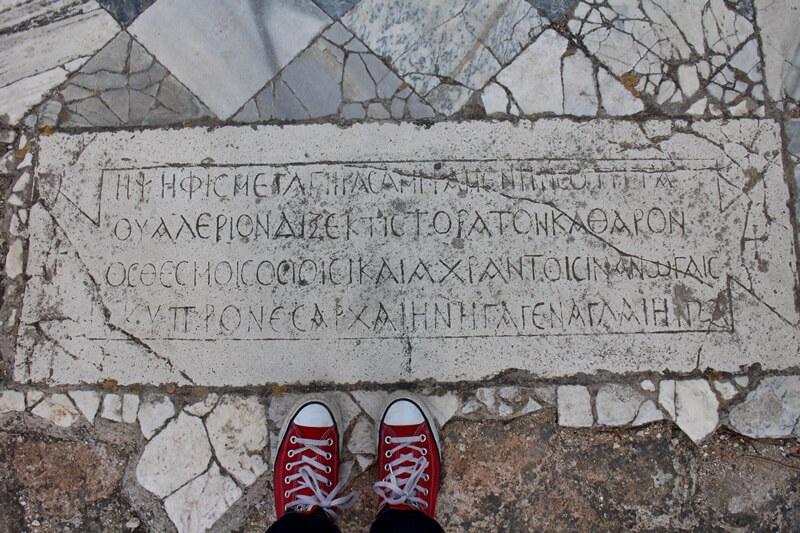 Salamis Ausgrabungen Zypern Nordzypern Reisebericht Reiseblog Genuss-mit-fernweh.de Schuhe auf Artefakt