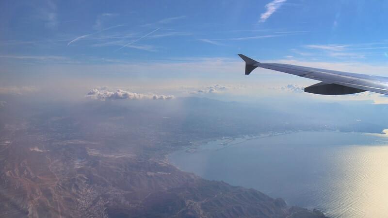 Sommerferien Lektüre Buchauswahl Ferien Sommerferienlektüre Genuss-mit-fernweh.de Reiseblog Blick aus dem Flugzeug Bucht von Marseille