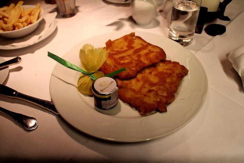 Stanglwirt Going am Wilden Kaiser Tirol Biohotel Restauranttest Genuss-mit-fernweh.de Wiener Schnitzel