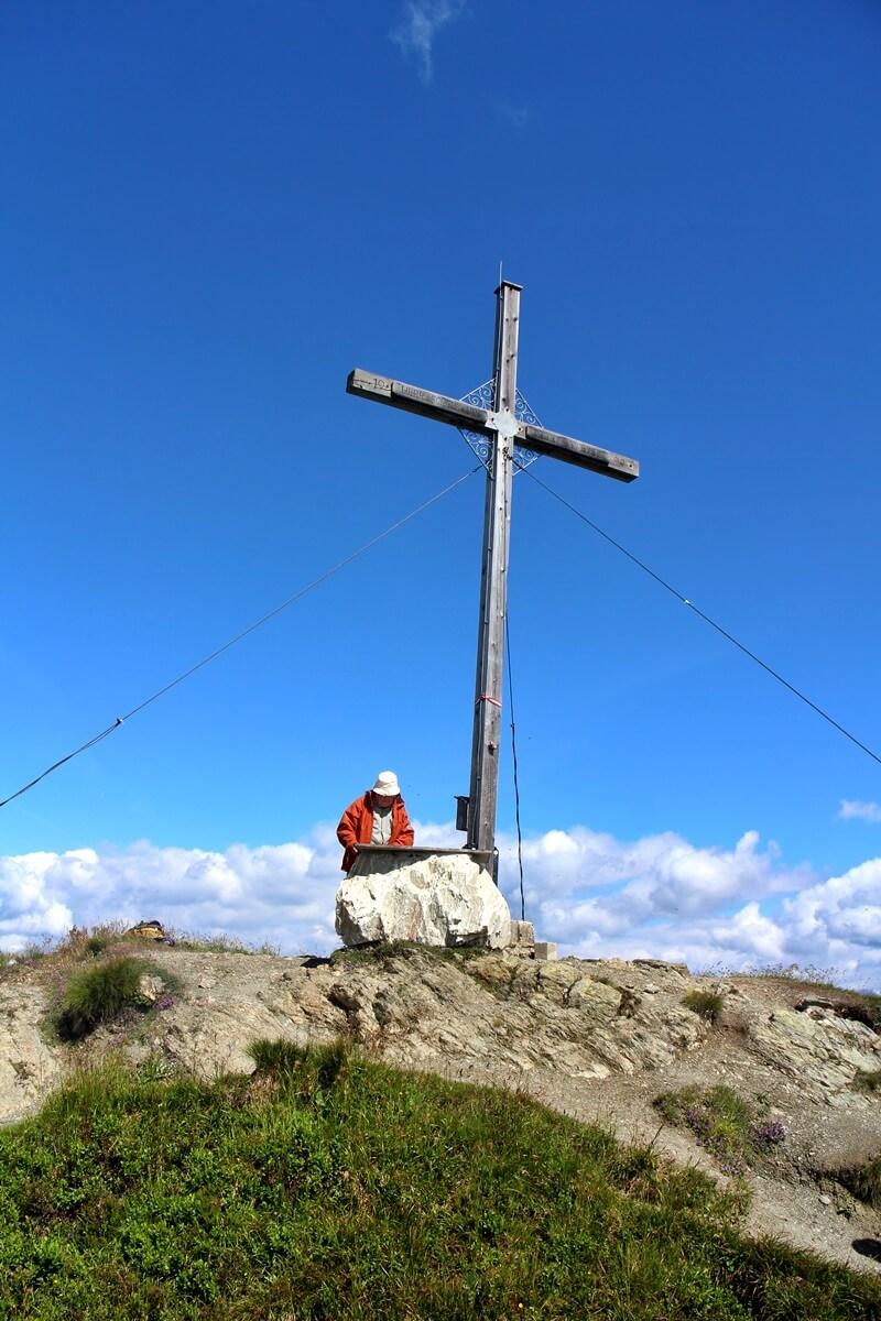 Griessenkareck Wanderung Flachau Wagrain Genuss-mit-fernweh.de Wanderstrecke Urlaub in den Bergen Gipfelkreuz